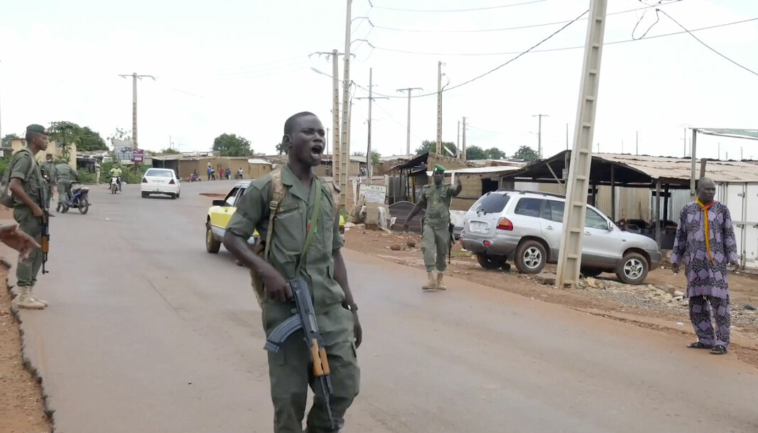 Maliske soldater tok til våpnene tirsdag i et militærkupp. Her i byen Kati, 15 km nordvest for det sentrale Bamako.