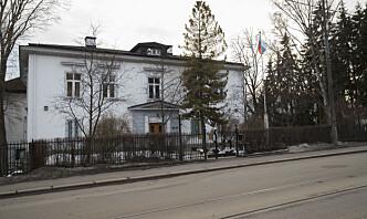 Russlands ambassade hevder diplomatens status er krenket