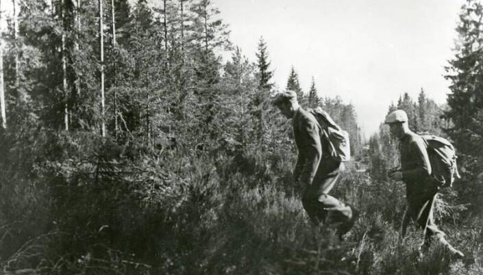 Norske flyktninger på vei over grensen til Sverige.