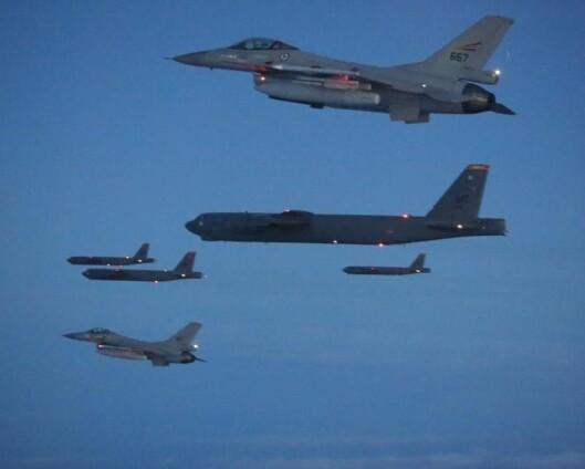 Trente med seks B-52 bombefly