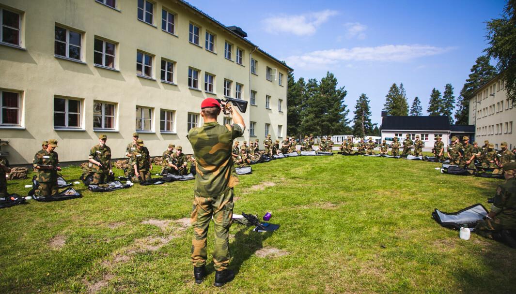 Soldater fra Militærpolitiet har startet på rekrutt skolen på Sessvollmoen.