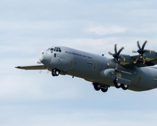 Forsvarets Hercules står klar til å evakuere personell
