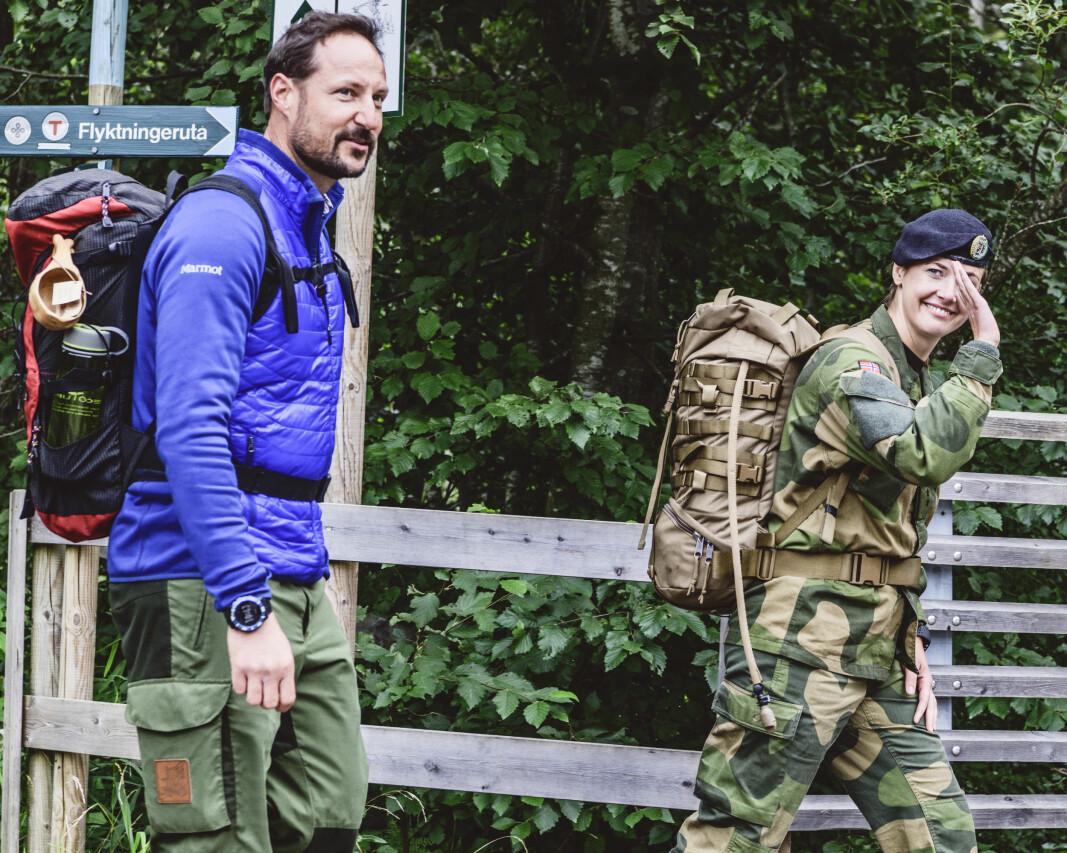 H.K.H. Kronprinsen går Flyktningeruta sammen med Tonje Hagatun Nordengen, Ayesha Wolasmal og Dag Terje Klarp Solvang, Generalsekretær i DNT.