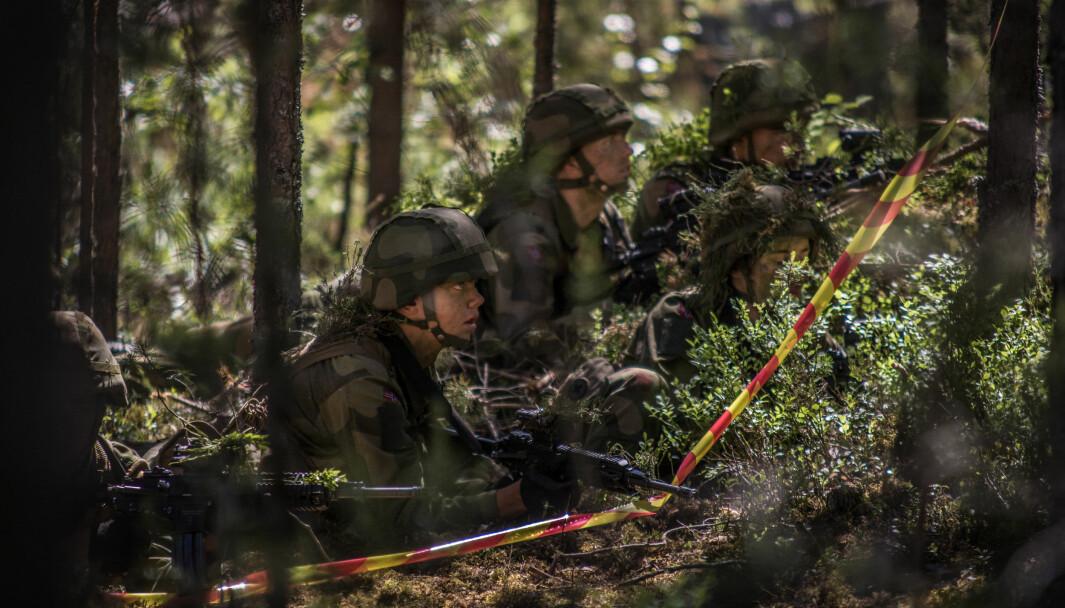 Rekrutter fra Hans Majestet Kongens Gardes 6. gardekompani har utdanning i skogen.