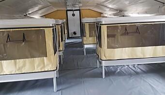 Sengene i teltet har myggnetting, fordi de i hovedsak brukes utenlands.