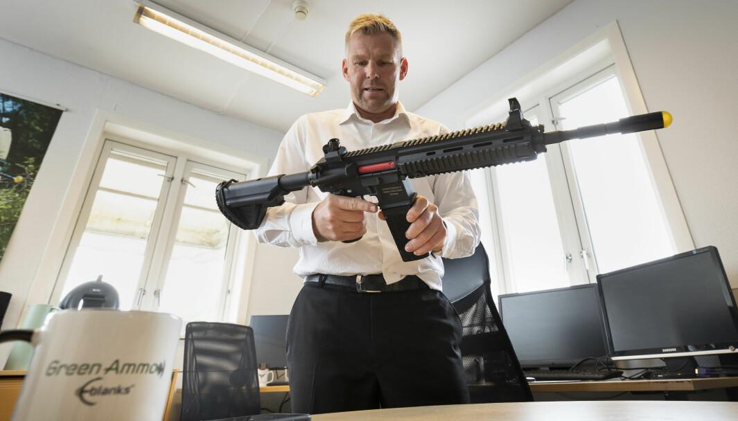 Steffen Botten i selskapet Green Ammo har utviklet en elektronisk løsning som kan erstatte dagens rødplast og andre øvelsepatroner.