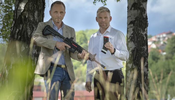 Rolf Inge Roth er tidligere spesialsoldat og sjef Marinejegerkommandoen. Nå er han daglig leder i Green Ammo. Her er han sammen med Steffen Botten.