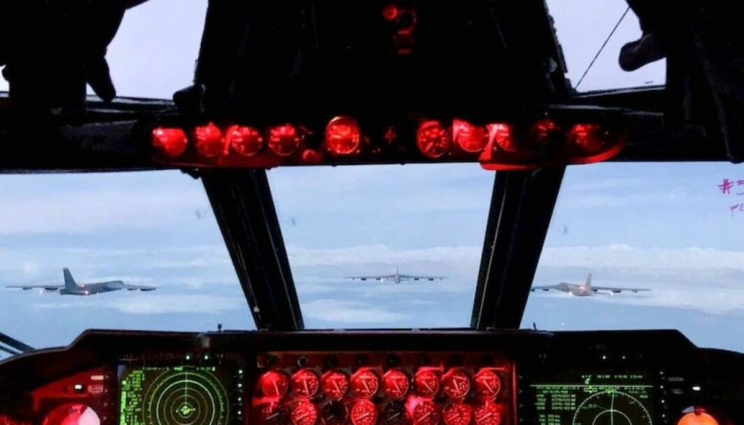 MAKTDEMONSTRASJON: - Vi opererer B-52-ene i formasjoner på to og tre fartøyer hele tiden, men å fly seks B-52, 500 fot mellom vingene, på samme høyde, mens vi flyr med våre norske allierte, er det beste jeg noensinne har gjort, sa kaptein Andrew Dang i 23. bombeskvadron etter en øvelse tidligere denne uka.