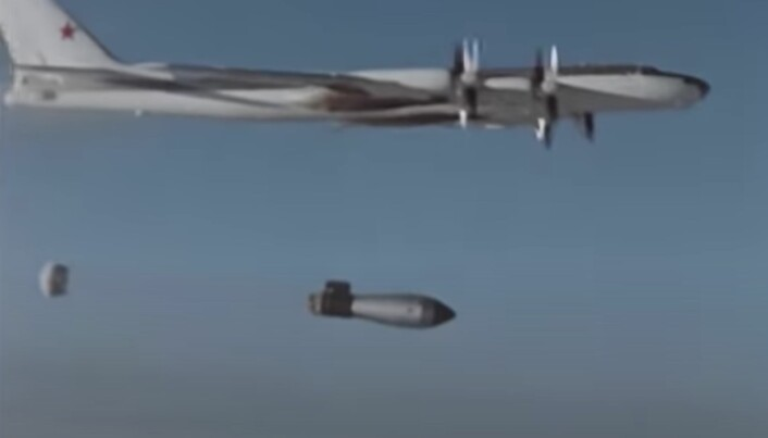 KRAFTIG: «Tsar Bomba» ble sluppet i fallskjerm for å bremse fallet, slik at flyet skulle komme seg på trygg avstand før detonasjonen.