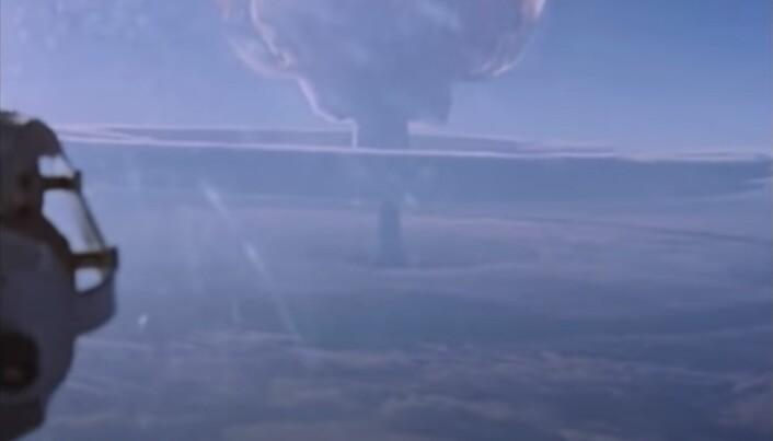 VERDENS STØRSTE: Den enorme atomsoppen ble dokumentert fra to fly.