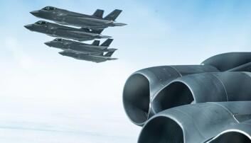 NORSKE: Fire F-35 fotografert fra et av de amerikanske B-52 bombeflyene fredag.