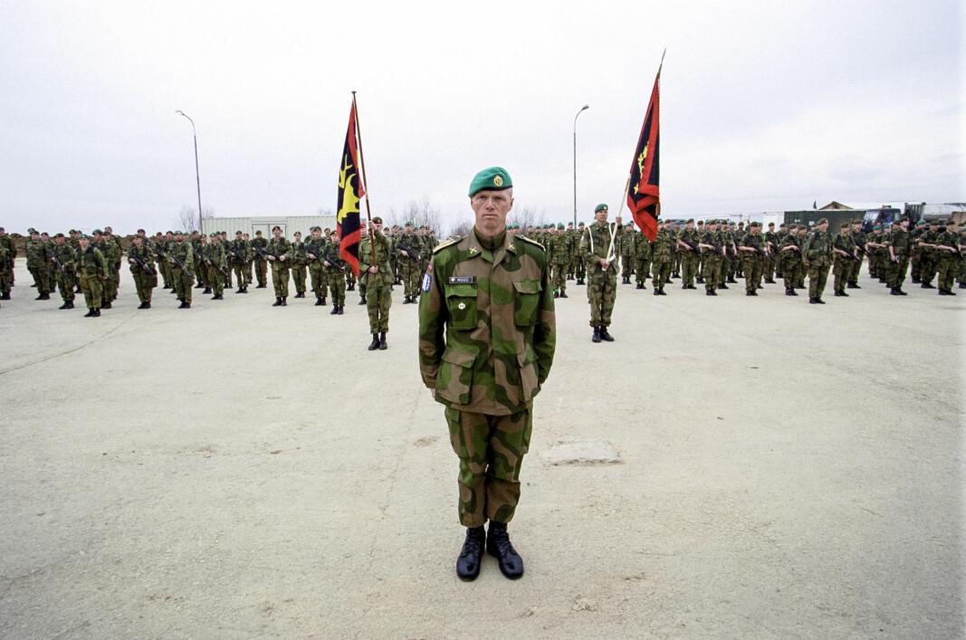– Kosovo var første gang man sendte ut en stor avdeling som var trent og utstyrt for kampoperasjoner, sier Robert Mood.
