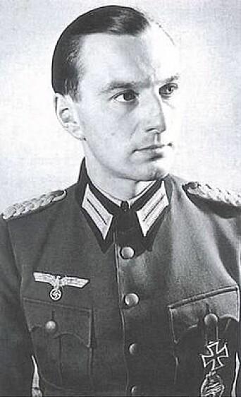 ADJUTANT: Baron Bernd Freytag von Loringhoven var å finne ved Hitlers side den siste måneden den tyske føreren levde.