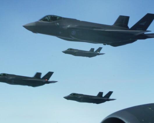 Se amerikanske bombefly trene sammen med norske F-35
