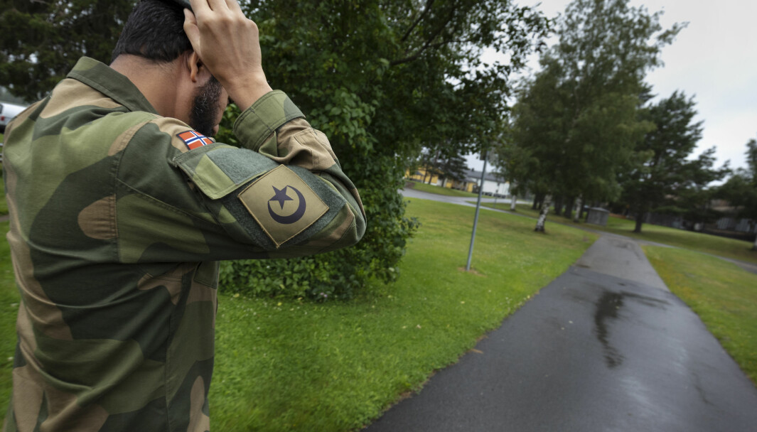 Najeeb Naz har ei stjerne og en halvmåne på armen - rett under det norske flagget.
