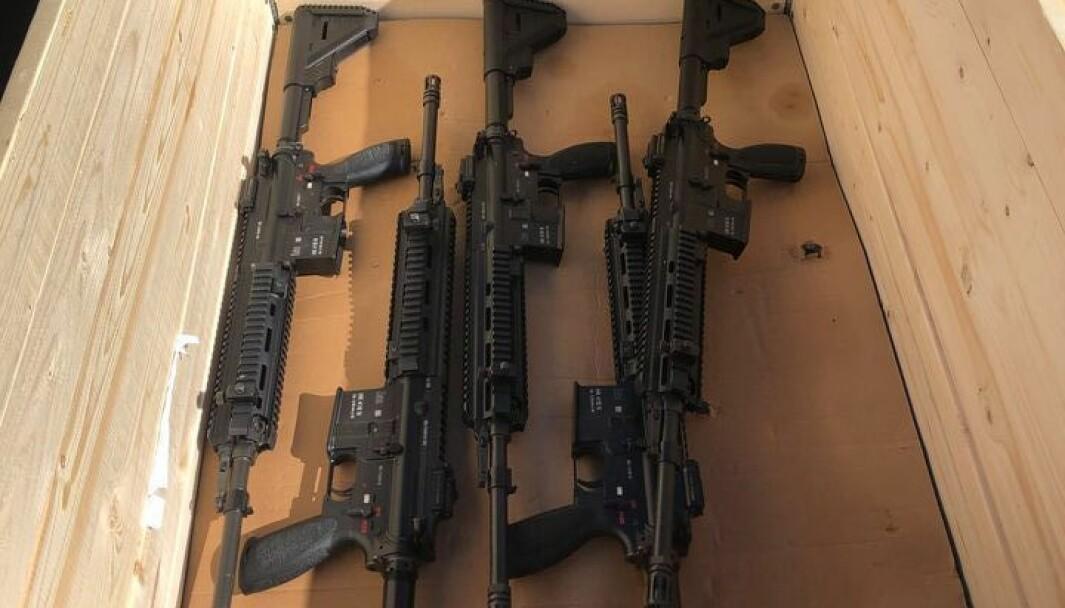 Det var under en øvelse med automatgæveret HK416 at en soldat ble skutt i låret.