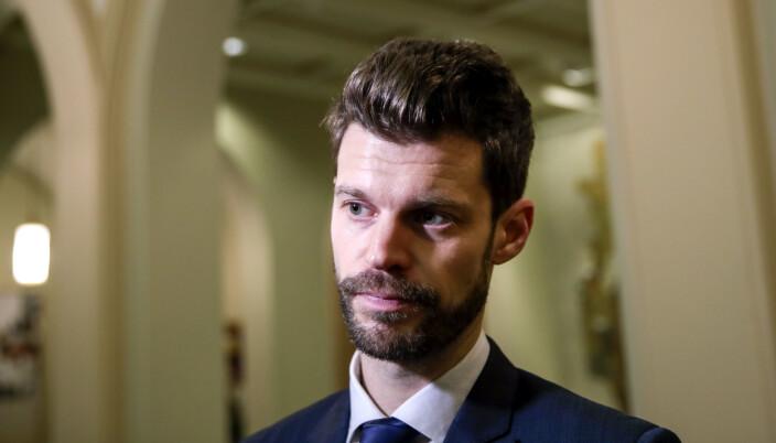 Bjørnar Moxnes mener feriepengesaken er en verkebyll for Forsvaret.