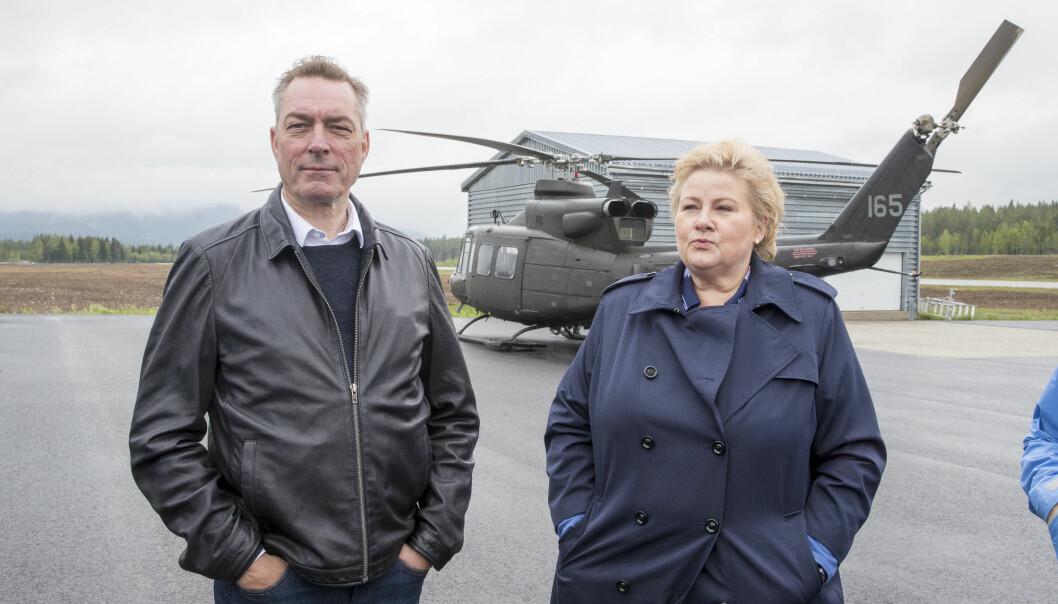 Statsminister Erna Solberg (H) og Forsvarsminister Frank Bakke-Jensen (H) under et besøk til Rena leir i fjor.