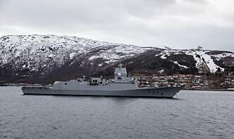 Norsk fregatt trener med britiske og amerikanske fartøyer i Barentshavet