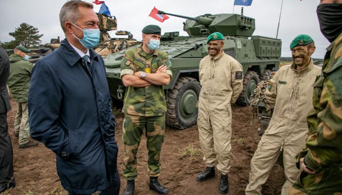 Hærsjef Lars Lervik var også med på besøket til EFP.