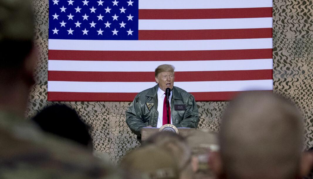 USAs president Donald Trump holder tale til amerikansk militært personell ved Ain al-Assad-basen i Irak i desember 2018.