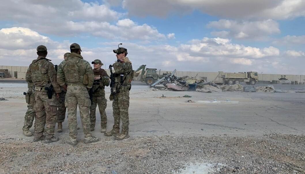 Amerikanske soldater ved Ain al-Assad-basen i Anbar-provinsen i Irak. Bildet er tatt etter at basen ble angrepet med raketter i januar i år.
