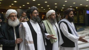 Etter snart 20 år med krig er det nå klart for fredsforhandlinger mellom den afghanske regjeringen og Taliban. Talibans forhandlingsdelegasjon ledes av opprørernes nestleder Abdul Ghani Baradar, nummer to fra venstre.