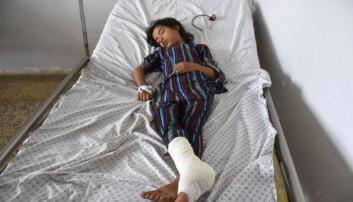 Rundt 157.000 mennesker er drept, minst 43.000 av dem sivile, siden USA hjalp en koalisjon av krigsherrer og opprørere til makten i Kabul i 2001. Hundretusener er såret i krigen som har rast siden, blant dem denne jenta som ble offer for en bilbombe plassert av Taliban i august.