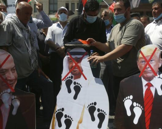 Araberstater undertegner avtale med Israel i Det hvite hus