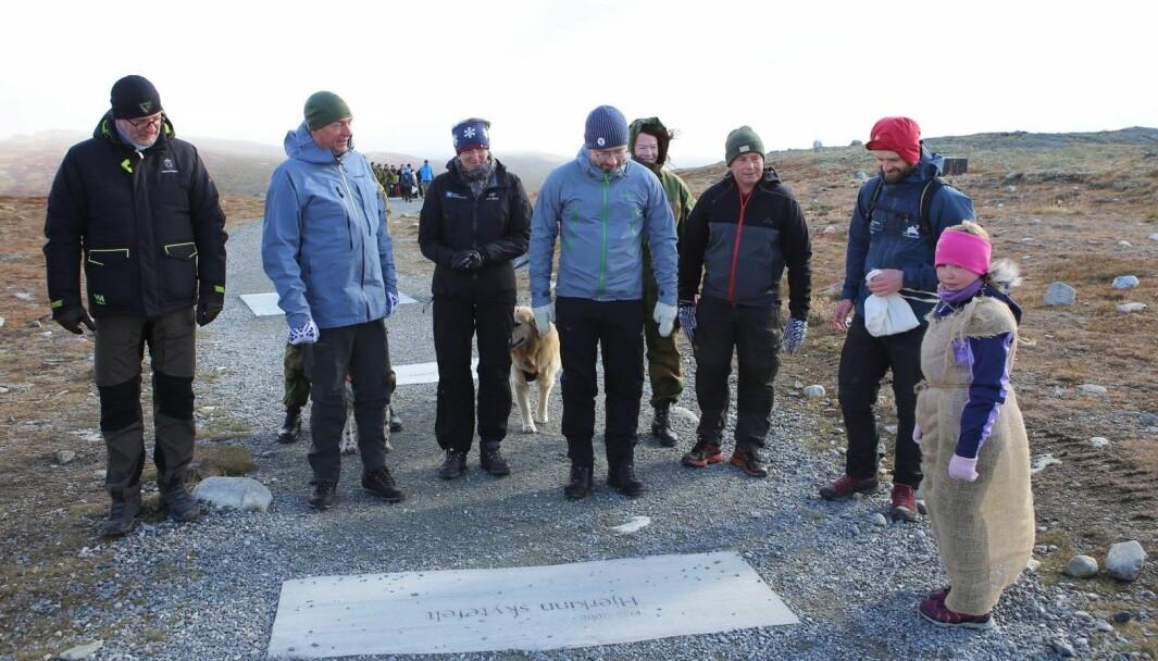 Thorbjørn Thoresen fra Forsvarsbygg,Frank Bakke-Jensen og Sveinung Rotevatn var med på markeringen av at Hjerkinn skytefelt er tilbakeført til naturen.