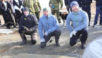 Forsvarsminister Frank Bakke-Jensen (H) og klima- og miljøminister Sveinung Rotevatn (V) deltok på den offisielle markeringen.