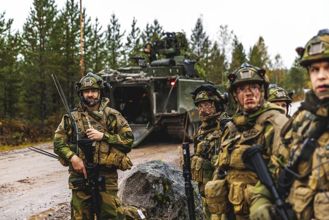 ØVELSE: Soldater fra innsatsstyrke Rype fra Trøndelag heimeverndistrikt 12, under samtrening med Telemark Bataljon på Rena.