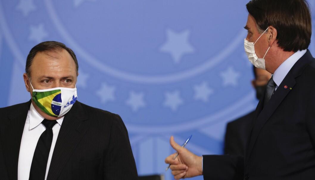Brasils president Jair Bolsonaro (t.h.) og helseminister Eduard Pazuello under sistnevntes innsettelsesseremoni onsdag.