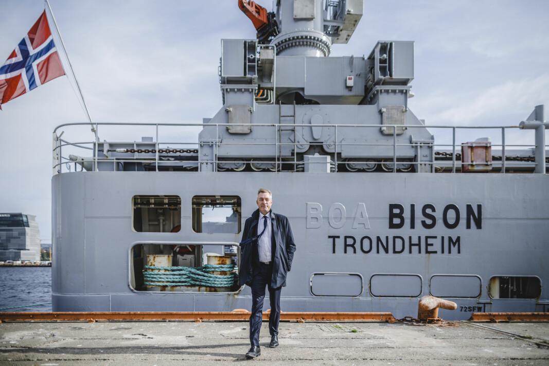 Forsvarsminister Frank Bakke-Jensen før ombordstigning på KV Bison.