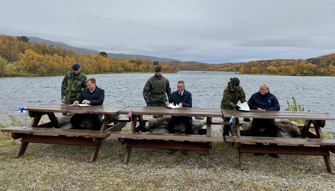 Den nye intensjonsavtalen slår fast vår felles ambisjon om å ha evne og beredskap til å gjennomføre koordinerte militære operasjoner i krise og konflikt, skriver forsvarsministerene i Norge, Finland og Sverige.
