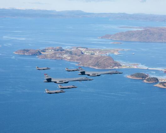 Norske F-16 øvde med amerikansk bombefly