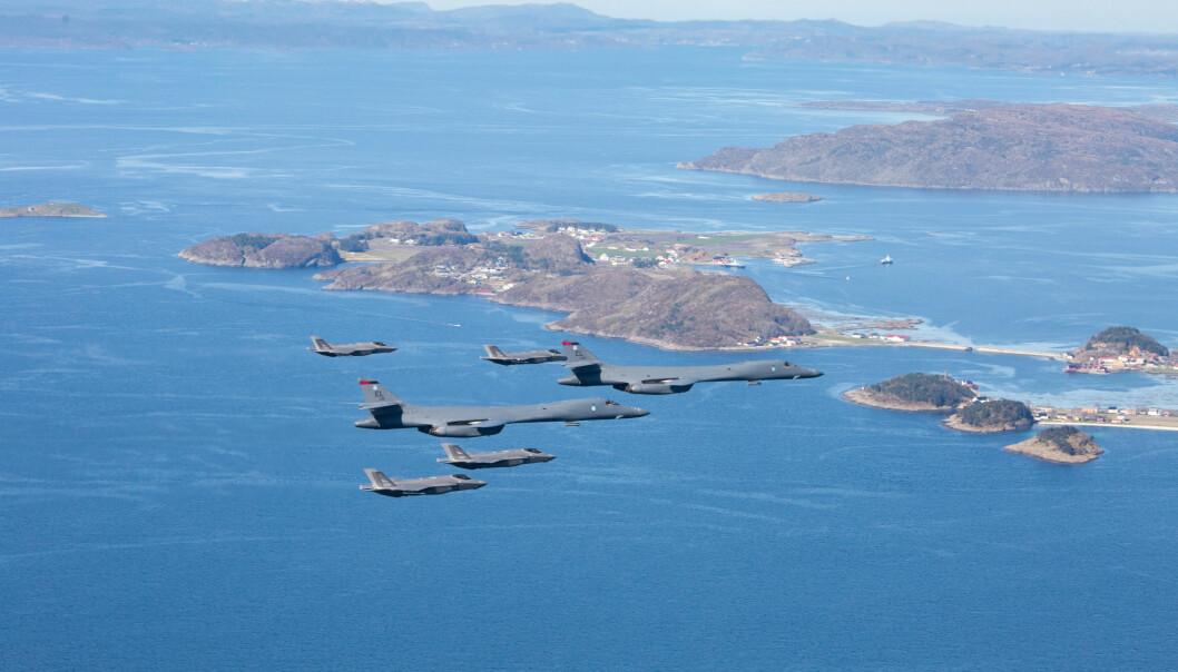 Dette bildet er fra en tidligere øvelse der vi ser norske F-35 samt amerikanske B-1B-bombefly