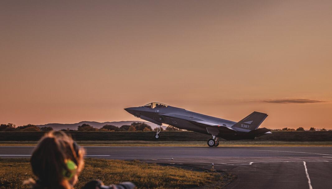 Det er åpenbart for meg at vi i forsvarssektoren har noe å lære av privat næringsliv og andre offentlige virksomheter, skriver forsvarsminister Frank Bakke-Jensen. Her ser vi F-35 på Ørland flystasjon.