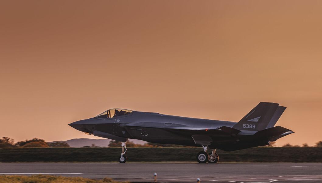 Tre nye F-35 ble levert på Ørland flystasjon i september. Nå frykter flere politikere for at kostnadssprekken vil ramme resten av Forsvaret.