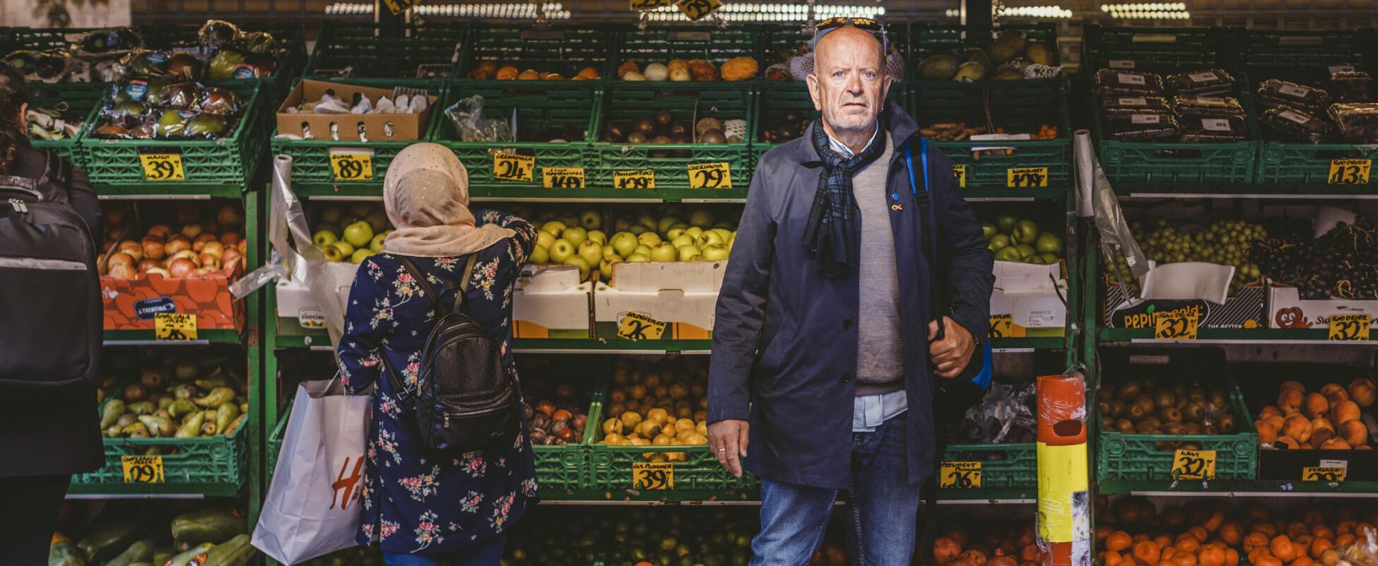 Ole Vikre kjemper for å få erstatning for psykiske sider han mener å ha pådratt seg etter oppdrag i Libanon. Her er han på miljøtrening på Grønland i Oslo. Han er meget ukomfortabel i denne type omgivelser. Foto: Krister Sørbø, Forsvarets Forum