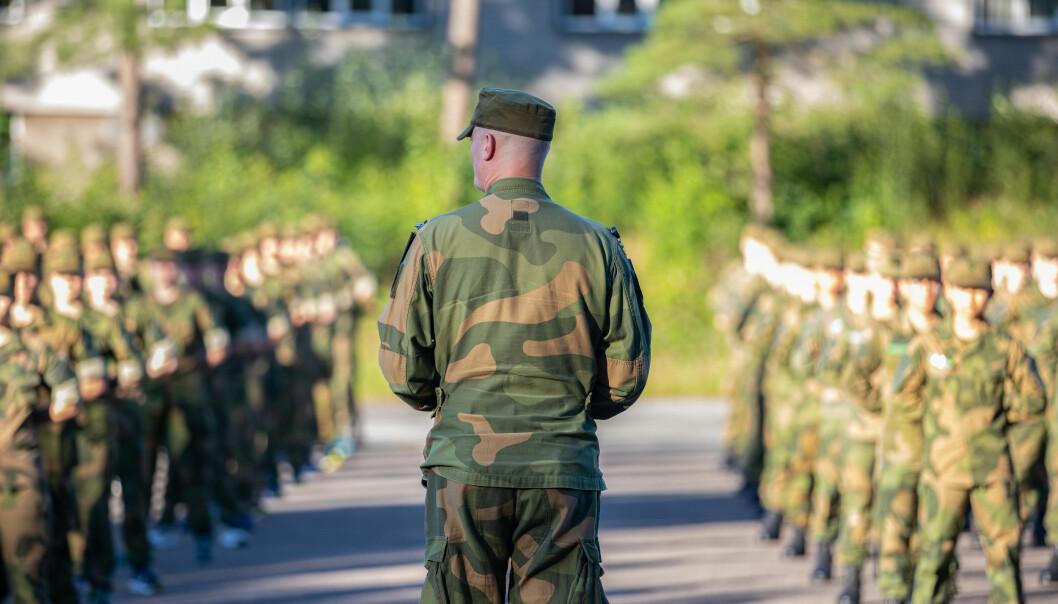 Forsvarsministeren takker soldater og ansatte i Forsvaret som har fortalt om mobbing og trakassering. Dette bildet er fra en oppstilling på Kjevik