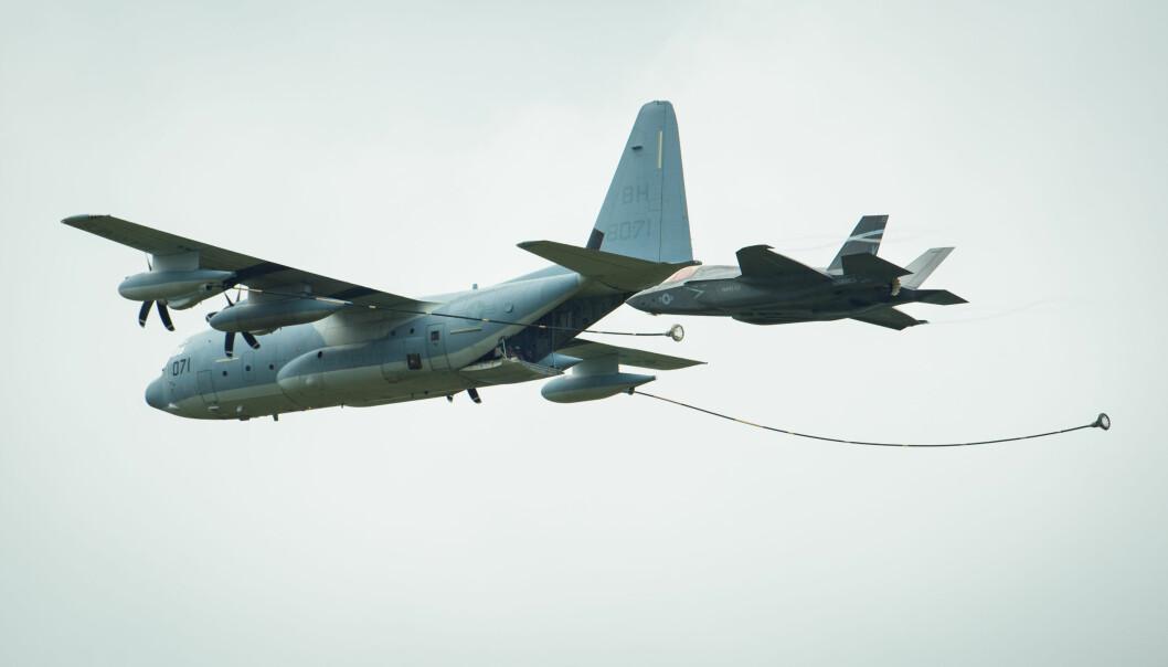 Dette bildet viser et KC-130J og et F-35 under en fremvisning i 2016.