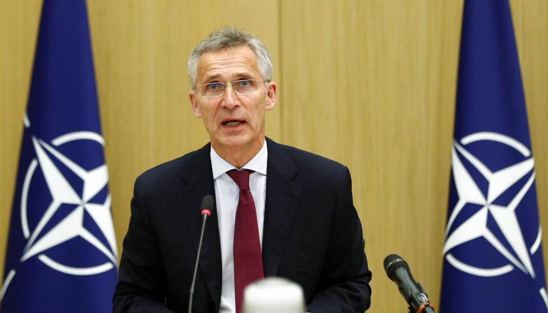 Jens Stoltenberg sier konflikten i Nagorno-Karabakh ikke kan løses militært og ber om umiddelbar stans i kampene.