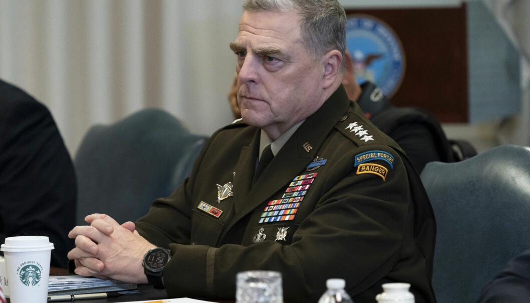 Den amerikanske forsvarssjefen Mark Milley, her i Pentagon i september. Milley er i karantene etter å ha hatt kontakt med kystvaktens nestkommanderende, som er bekreftet koronasmittet.