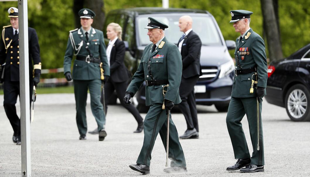 Hans majestet kong Harald under innsettelse av ny forsvarssjef på Akershus festning i august.