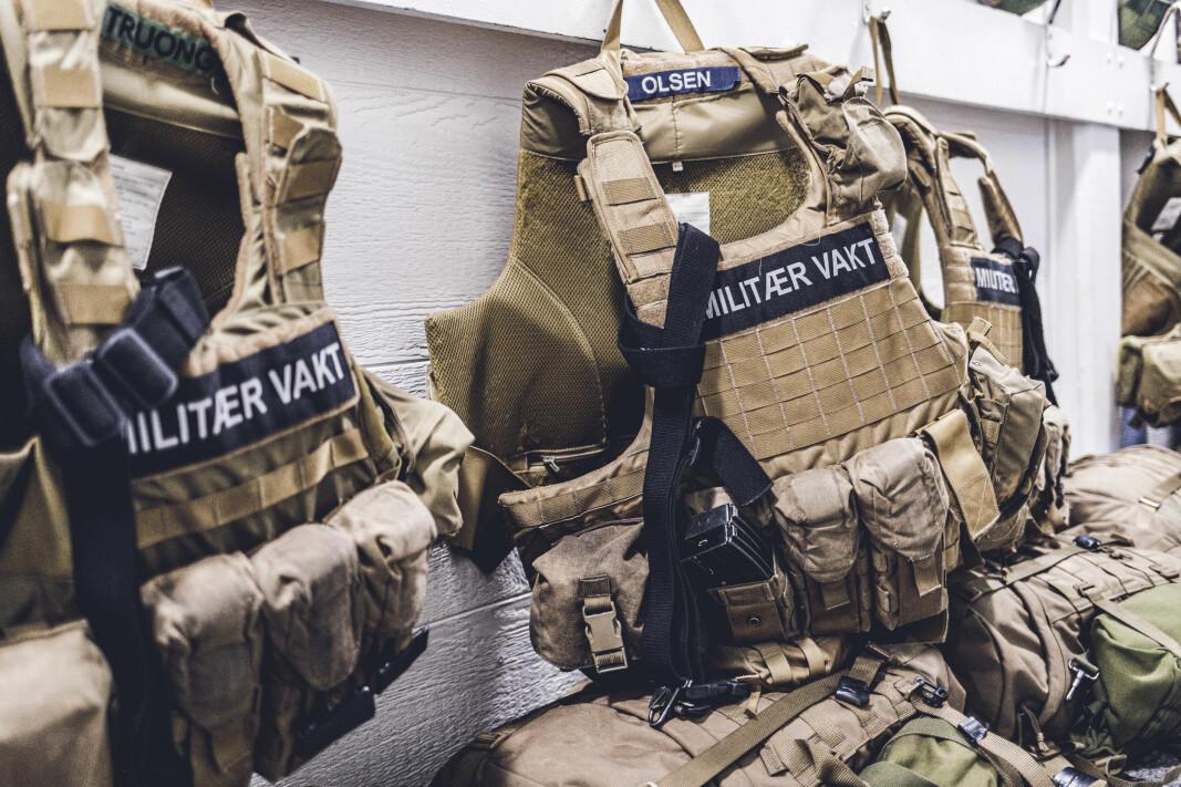 Disse vestene kan nå soldatene få ut på sin PBU. Det var ikke tilfellet for et halvt år siden.