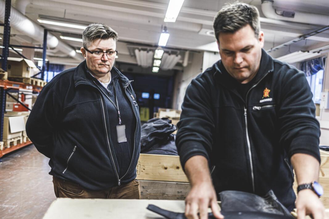 Seksjonssjef Hege Granberg og fagarbeider Vegard Hals Overen på verkstedet Nordkisa.