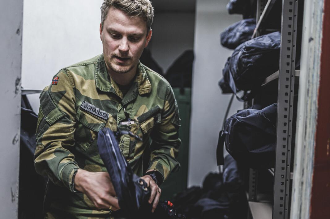 Frode Johansen sier han fikk en telefon i 2018 om at en soldat som skulle deployere til Intops trengte en vest. Foto: Krister Sørbø, Forsvarets forum