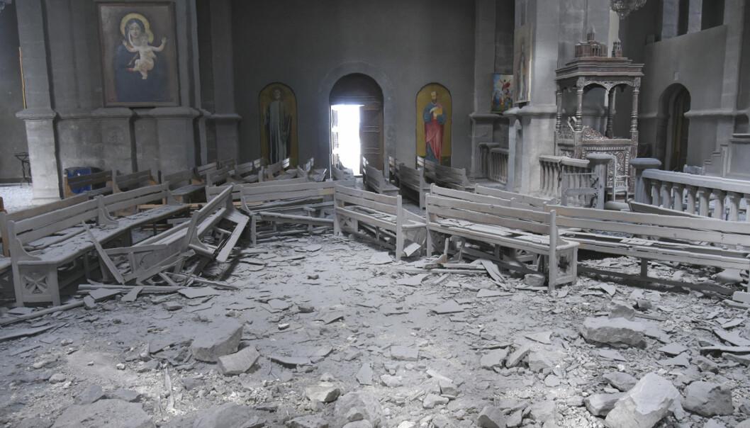 Den hellige frelsers katedral i byen Shusha i Nagorno-Karabakh ble rammet av bombeangrep torsdag.