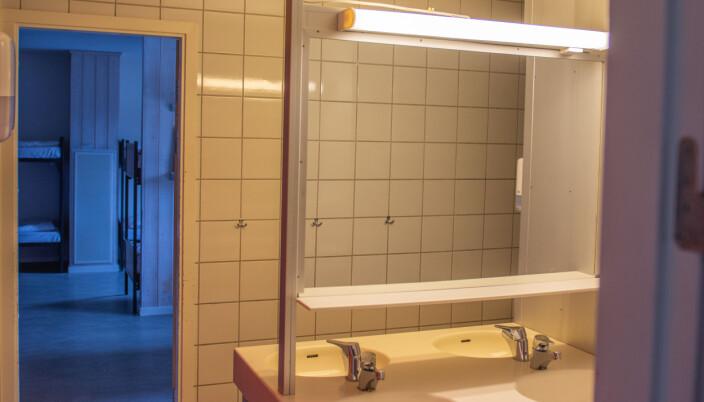 To seksmannsrom deler dusj og toalett.